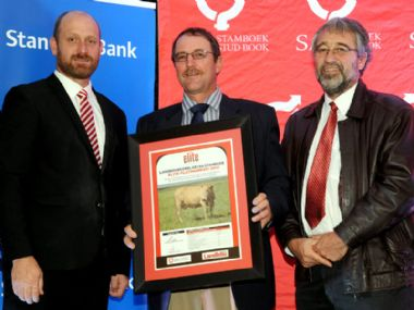 2016 SA Stud Book / Farmers Weekly Elite Award - Platinum Cow Award<br>